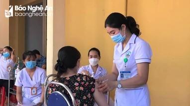 Hơn 45.000 giáo viên ở Nghệ An đã hoàn thành tiêm vắc-xin mũi 1