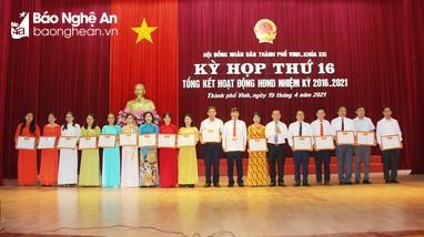 HĐND thành phố Vinh tổng kết nhiệm kỳ, khen thưởng 64 tập thể và cá nhân