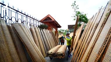 Làng nghề bánh đa trăm tuổi ở Nghệ An