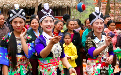 Những thú vui ngày Tết của đồng bào Mông ở miền Tây xứ Nghệ
