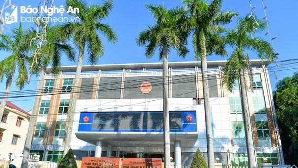 Trung tâm phục vụ hành chính công có địa chỉ tại số 16, đường Trường Thi, thành phố Vinh. Ảnh: Thành Cường
