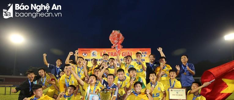 Khoảnh khoắc Sông Lam Nghệ An lên ngôi vô địch Giải U15 Quốc gia 2018