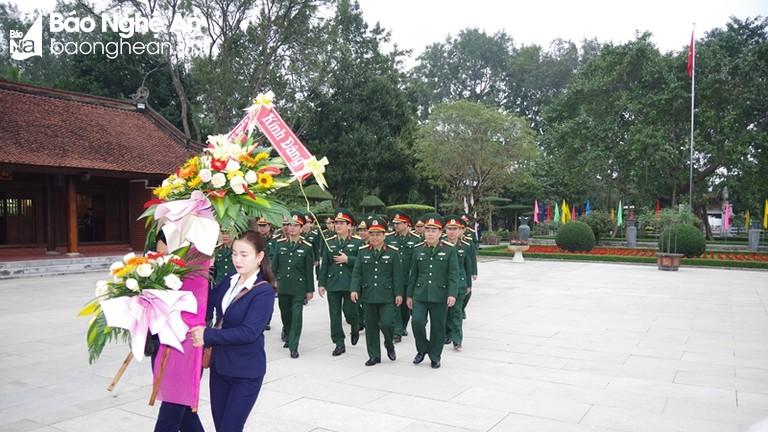 Bộ CHQS tỉnh dâng hương, dâng hoa tưởng niệm Chủ tịch Hồ Chí Minh