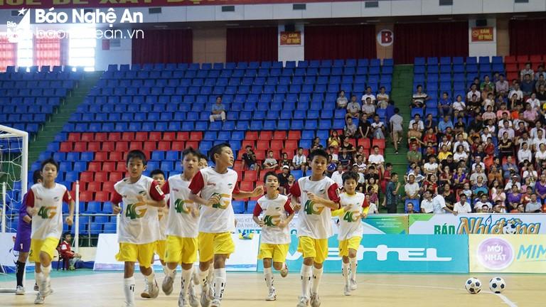 Chiến thắng ở loạt penalty cân não, U11 SLNA lên ngôi vô địch