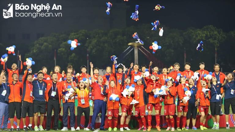 Đánh bại Thái Lan, đội tuyển nữ Việt Nam lần thứ 6 vô địch SEA Games