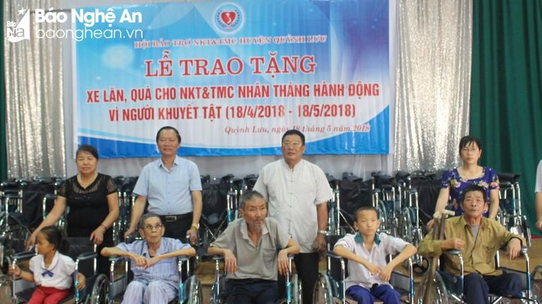 Quỳnh Lưu trao tặng 70 xe lăn cho người khuyết tật