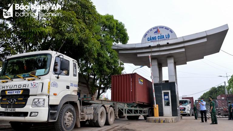 Nghệ An: Vững vàng 'tấm chắn' phòng dịch nơi cảng biển