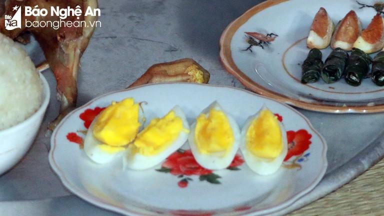 Trứng gà và những quan niệm kỳ lạ của người Thái