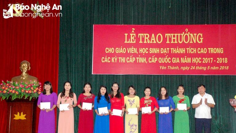 Yên Thành trao thưởng hơn 1.000 giáo viên và học sinh giỏi