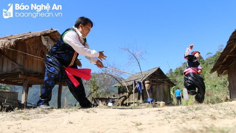 Những trò chơi dân gian ngày Tết của đồng bào Mông miền Tây Nghệ An