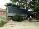 Xe tải lao vào nhà dân do tài xế đuổi ong trong ca bin