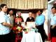 Bí thư Thành ủy Vinh trao Huy hiệu cho vợ chồng cùng 70 tuổi Đảng