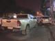 Xe bán tải đâm xe 5 chỗ dựng bên lề đường, húc gãy cột điện