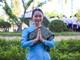 Gặp nữ sinh Lào xinh đẹp nói tiếng Việt 'sành điệu'