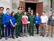 Bộ CHQS tỉnh Nghệ An thăm, tặng quà gia đình giáo dân có hoàn cảnh khó khăn  