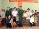 Các ngành, đơn vị trao quà, ủng hộ học sinh nghèo, gia đình hoàn cảnh khó khăn