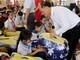"""Tặng quà của Quỹ """"Vì người nghèo"""" Trung ương cho học sinh nghèo miền núi Nghệ An"""