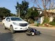 Va chạm giữa xe máy và ô tô, nam thanh niên nhập viện cấp cứu