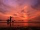Nhịp sống lúc bình minh ở bãi biển Cửa Lò