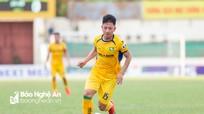 Tiền vệ Nguyễn Phú Nguyên: Bao giờ mới hết phận 'người thừa' ở sân Vinh?