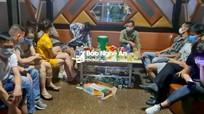TP.Vinh: Bất chấp lệnh cấm, quán karaoke ngang nhiên hoạt động giữa mùa dịch