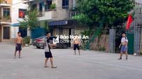 Xử phạt nhóm người không đeo khẩu trang đánh bóng chuyền trên phố