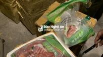 Nghệ An phát hiện xe khách vận chuyển nửa tấn thịt hôi thối