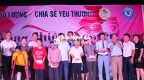 Trao 54 triệu đồng cho gia đình có hoàn cảnh đặc biệt khó khăn ở Đô Lương