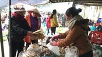Nhộn nhịp chợ biển ngày áp Tết