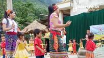 Giáo viên và học sinh mầm non vùng cao Nghệ An mô phỏng Lễ hội Mừng cơm mới