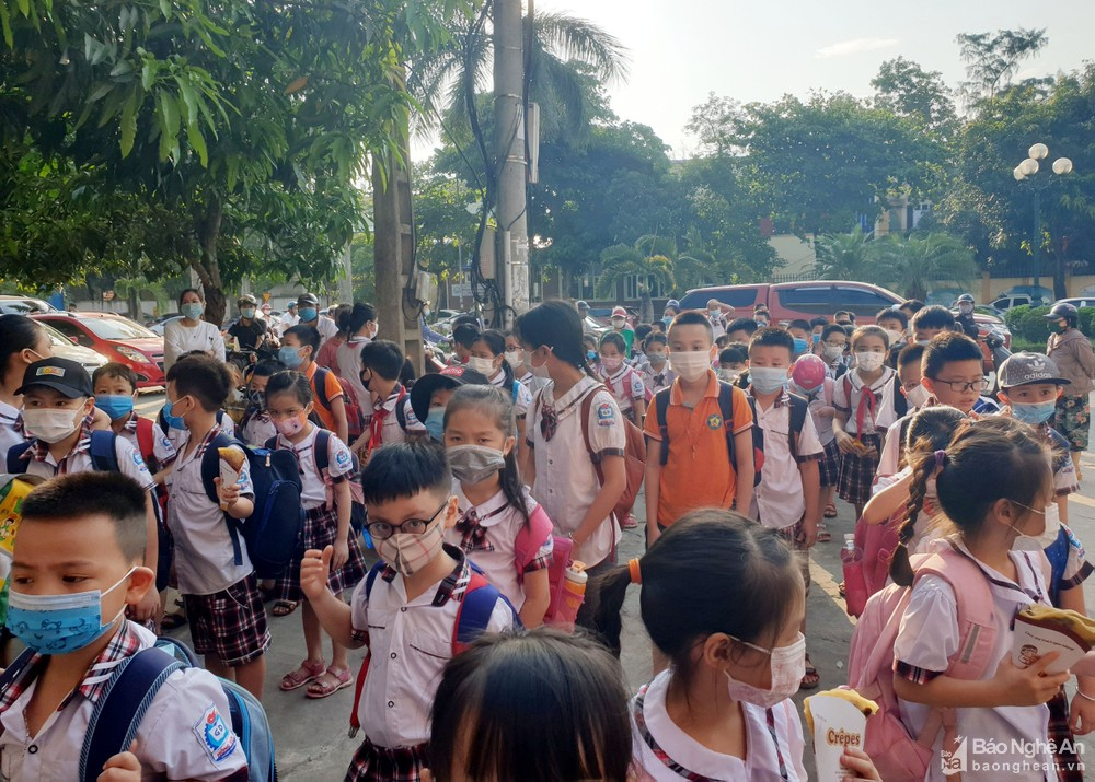 Giám đốc Sở Giáo dục và Đào tạo Nghệ An mong người dân chia sẻ với quyết định chưa cho học sinh nghỉ học