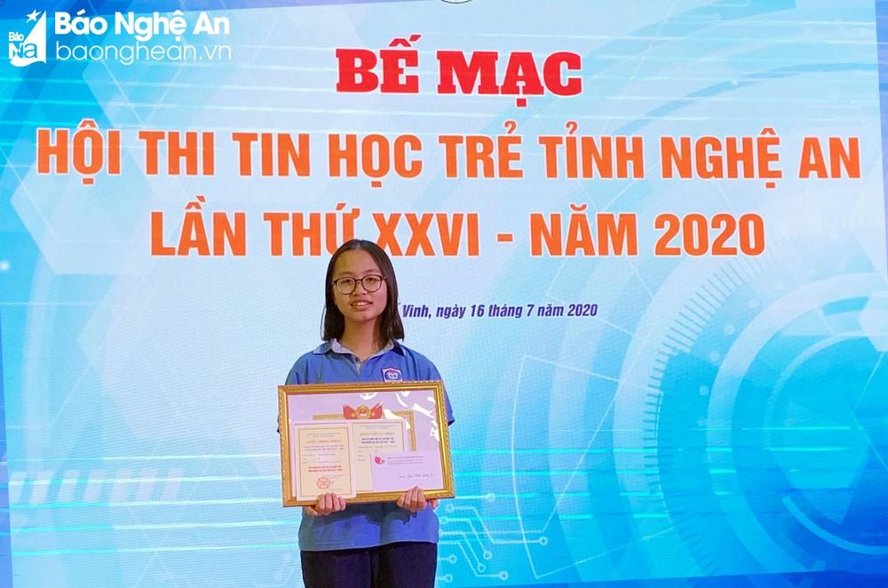 Trần Ngọc Chi Mai từng đạt giải Nhất cuộc thi Tin học trẻ cấp tỉnh. Ảnh: NVCC.
