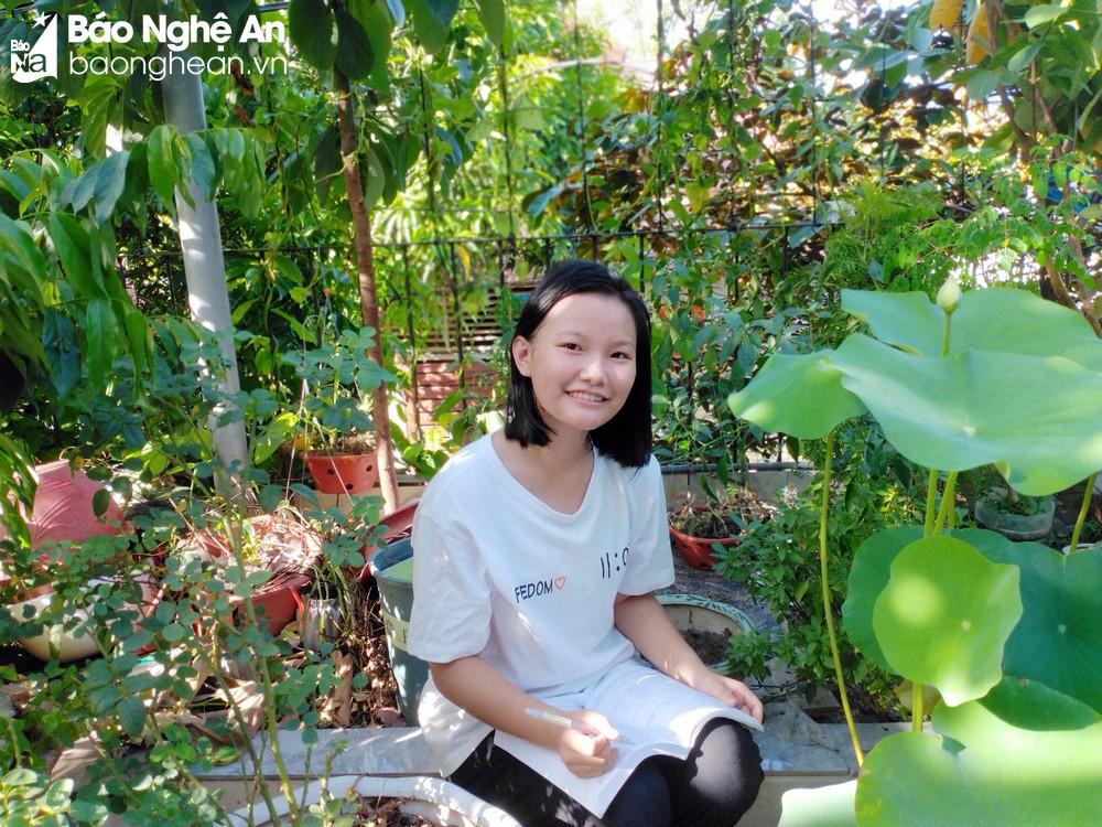 Võ Ngọc Linh cũng là một lớp trưởng, một cô bé mạnh mẽ, tự tin. Ảnh: NVCC