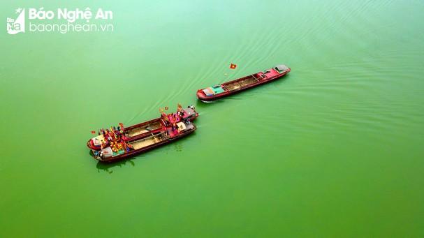 Đoàn rước nước nhìn từ trên cao. ẢNh Sách Nguyễn