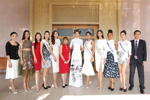 Trường cũ chào đón Hoa hậu H'Hen Niê về thăm - ảnh 12