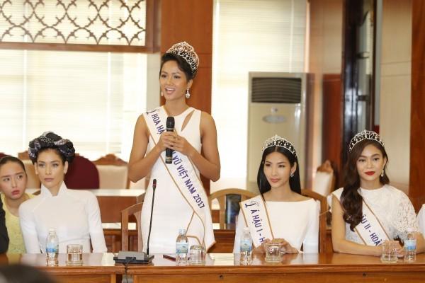 Trường cũ chào đón Hoa hậu H'Hen Niê về thăm - ảnh 10