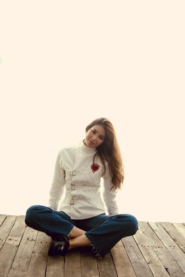 Thoát khỏi hình ảnh beauty queen, Phạm Hương cá tính thu hút mọi ánh nhìn-5