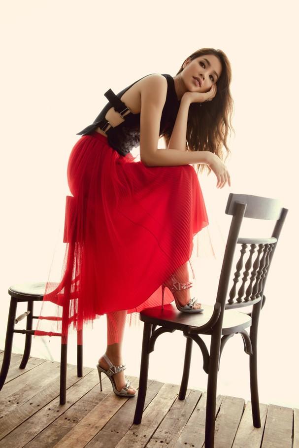 Thoát khỏi hình ảnh beauty queen, Phạm Hương cá tính thu hút mọi ánh nhìn-7