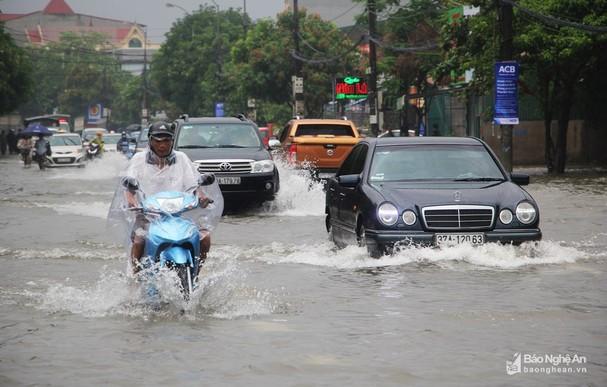 Hôm nay TP Vinh được dự báo mưa to.