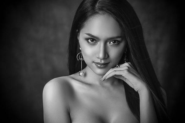 Hương Giang Idol chính thức dẫn đầu bình chọn tại Hoa hậu Chuyển giới quốc tế ở cả hai mặt trận YouTube và Instagram