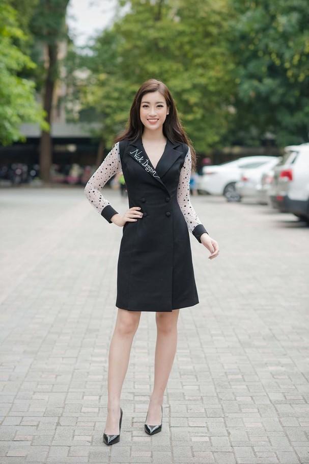 Hoa hậu Mỹ Linh rạng rỡ về trường tuyển sinh cho Hoa hậu Việt Nam 2018 - ảnh 1