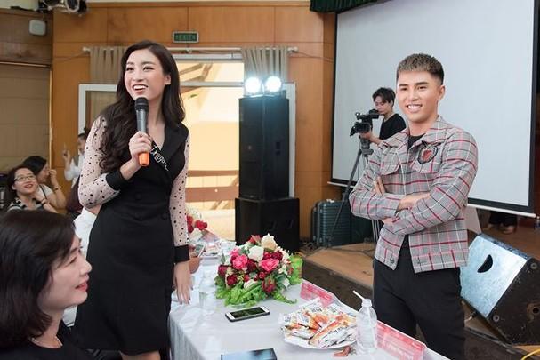 Hoa hậu Mỹ Linh rạng rỡ về trường tuyển sinh cho Hoa hậu Việt Nam 2018 - ảnh 9
