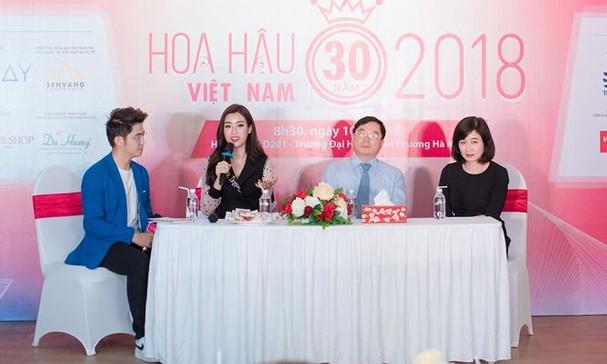 Hoa hậu Mỹ Linh rạng rỡ về trường tuyển sinh cho Hoa hậu Việt Nam 2018 - ảnh 11