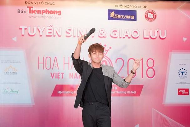 Hoa hậu Mỹ Linh rạng rỡ về trường tuyển sinh cho Hoa hậu Việt Nam 2018 - ảnh 13