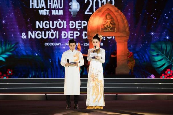 Á hậu Huyền My đẹp hút hồn lần đầu làm MC bên Nguyên Khang - Ảnh 4.