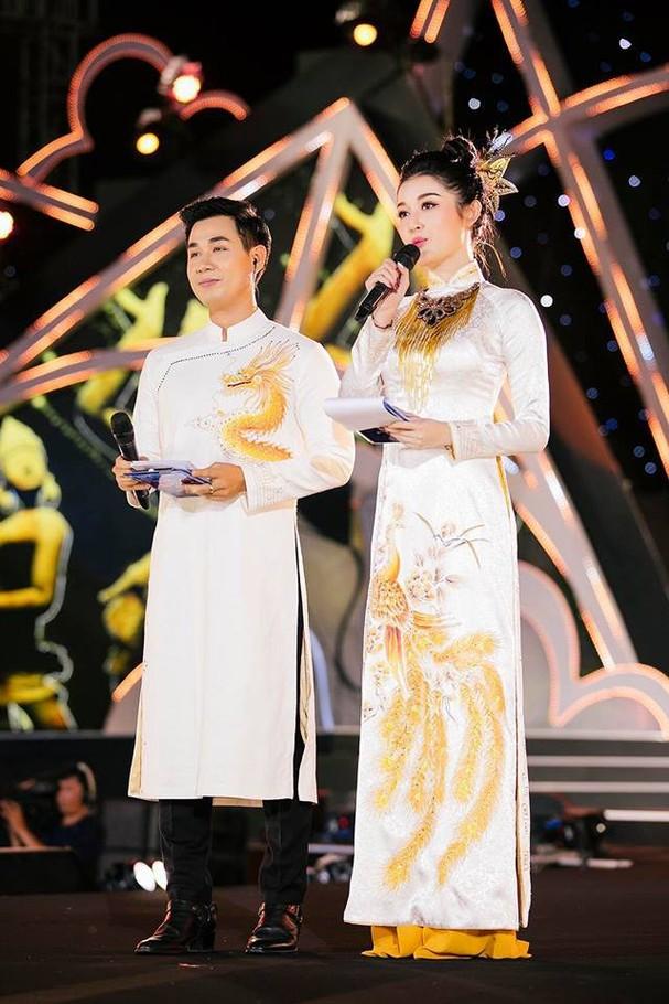 Á hậu Huyền My đẹp hút hồn lần đầu làm MC bên Nguyên Khang - Ảnh 3.