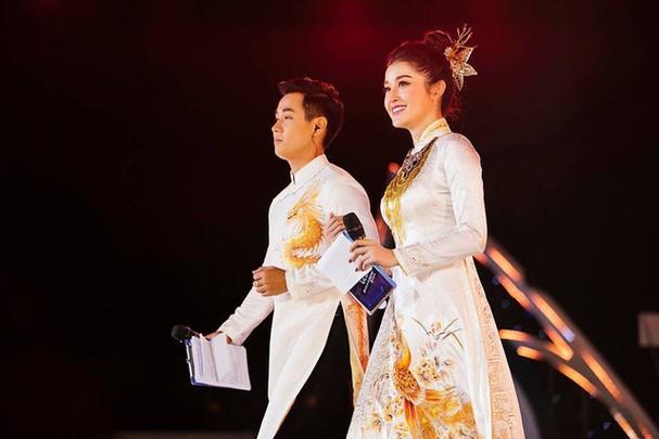 Á hậu Huyền My đẹp hút hồn lần đầu làm MC bên Nguyên Khang - Ảnh 2.