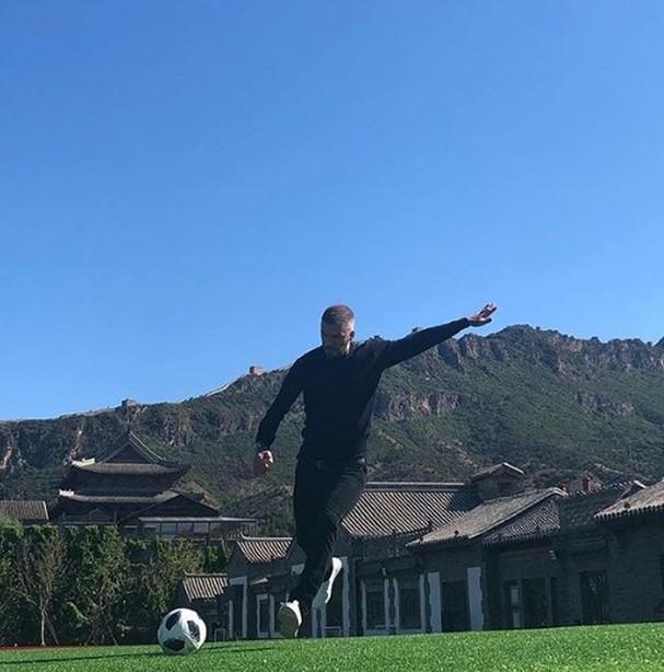 David Beckham 43 tuổi phong độ, đẹp trai rạng ngời - ảnh 9