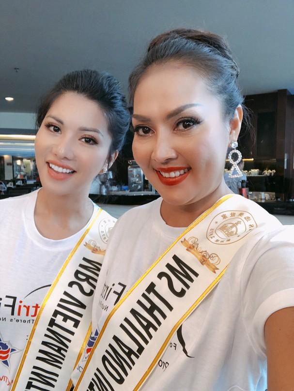 Đại diện Việt Nam rạng ngời bên dàn thí sinh Hoa hậu Quý bà 2018 - Ảnh 8.