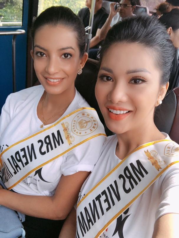 Đại diện Việt Nam rạng ngời bên dàn thí sinh Hoa hậu Quý bà 2018 - Ảnh 6.